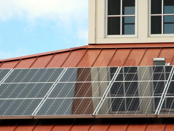 2000 родин встановили сонячні електростанції у 2017 році