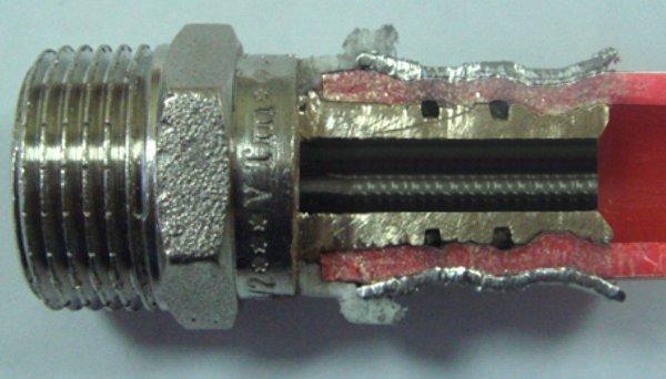 Соединение PEX-трубопровода с фитингом